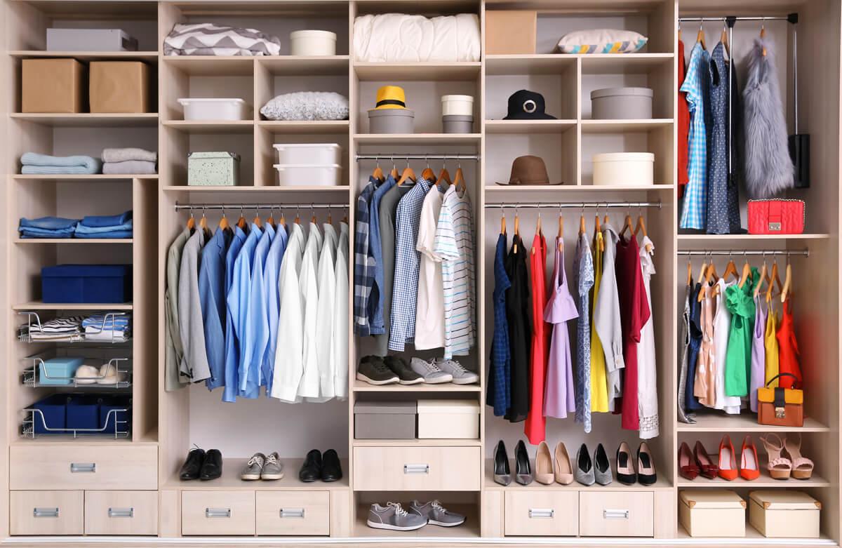 Kleiderschrank Organisation Und Fashion Outfit Styling In